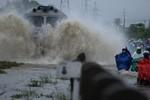 Toàn cảnh Sài Gòn ngày 7/11:  Dòng người, dòng xe 'vật lộn' với nước