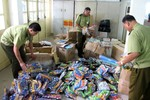 Phát hiện hàng nghìn đồ chơi trẻ em nguy hiểm trên phố Hà Nội