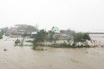Siêu bão Wutip đổ bộ: Quảng Bình cắt điện toàn tỉnh, nhiều nhà tốc mái