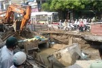 Sạt lở hố công trình, đường Kim Ngưu ùn tắc cục bộ