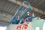 Thủ tướng trên 'Hổ mang chúa' SU-30 MK2