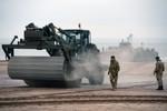 Xem vũ khí của Hải quân Anh diễn tập đổ bộ chiến đấu