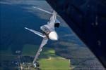 """Xem Su-30SM phiên bản nâng cấp """"vờn gió, múa võ"""" trên không"""