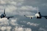 Video: Tiêm kích Typhoon FGR.4 và Mirage 2000N vờn gió trên không