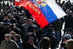 Cờ Nga phủ kín Crimea, kết quả trưng cầu đã được dự đoán?