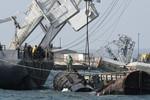 Nga đang tháo dỡ tàu bị đánh đắm để chặn đường ở vịnh Donuzlav