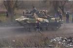 Video: Ucraine đưa thêm quân, trang bị đến biên giới sát Nga