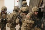 Cựu quan chức Ucraine đề nghị Mỹ cung cấp quân phục, vũ khí