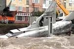 Video: Máy bay MiG của Nga bị nước lụt lôi xuống sông