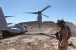 Lính thủy đánh bộ Mỹ tập trận bảo vệ sân bay