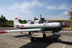 Phi công Mỹ ngồi máy bay huấn luyện của Không quân Việt Nam