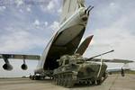 Cảnh máy bay Nga cho xe chiến đấu bộ binh nhảy dù