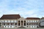 Tham quan trường Đại học có thư viện dát vàng