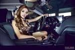 Người đẹp nóng rực bên xe Mercedes