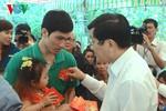 Chủ tịch nước tặng quà công nhân ăn Tết xa nhà tại tỉnh Long An