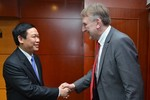 Trưởng ban Kinh tế TW làm việc với Chủ tịch Ủy ban Thương mại Quốc tế