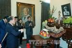 Chủ tịch Quốc hội dâng hương, tưởng nhớ Bác Hồ