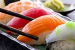Phụ nữ mang thai không nên ăn Sushi?
