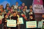 Bà Đỗ Thị Kim Liên ủng hộ các chiến sĩ Hải quân 10 căn nhà tình nghĩa