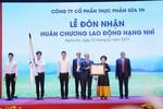 TH đón nhận Huân chương Lao động Hạng nhì
