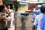 """Bệnh nhân tố bị """"ép"""" mua cơm ở bệnh viện Bạch Mai"""