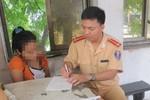 Hà Nội: CSGT giải cứu thiếu nữ nhảy cầu quyên sinh