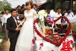 Ảnh: Lãng mạn lễ rước dâu bằng xe công nông ở Hà Nội