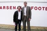 Đến Việt Nam, Arsenal giúp bầu Đức kiếm 200 tỷ đồng/ngày