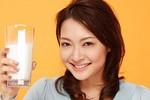 Phụ nữ nên uống bao nhiêu ly sữa/ngày?