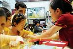 Chuyên gia nhận định: Người mua chờ đợi giá vàng giảm hơn nữa