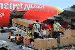 VietJetAir miễn phí chuyến bay cho nạn nhân bão Haiyan về Việt Nam