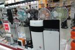Trời lạnh kéo dài, người Hà Nội đổ xô mua hàng chống rét