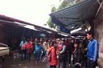 Hàng nghìn lượt khách đến chợ Nhà Xanh mua sắm sau hỏa hoạn