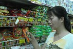 Đại lý, siêu thị ngừng bán mì tôm khi chưa kết luận về acid oxalic?