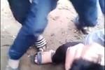 Clip: Nam sinh bị đấm đá túi bụi vào mặt ngay trong trường học