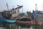 Nổ kinh hoàng trên tàu chở dầu: 6 người thương vong