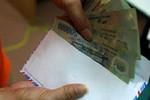 Xem xét buộc thôi việc cán bộ Cục Thuế Thanh Hóa nhận 300 triệu đồng chạy việc