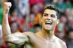 Cơ bắp cuồn cuộn của Ronaldo
