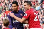 Sao Arsenal xin đổi áo với Van Persie ngay… hiệp 1