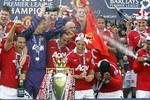 Sân tập của M.U trị giá gấp 3 lần sân đấu của Arsenal