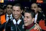 Ronaldo hớn hở gặp 'em trai sinh đôi' ở Thổ Nhĩ Kỳ