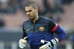 Bị khước từ, Barca vẫn kiên quyết giữ Valdes