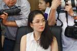 Thủ môn Peter Schmeichel 'mặt đối mặt' hoa hậu Nguyễn Thị Huyền