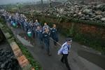 Trung Quốc: Cảnh sát dùng thừng giải gần 600 phạm nhân sang nhà tù mới