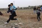 Cảnh dân Syria bỏ chạy khỏi bạo lực