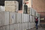 Ai Cập dựng hàng rào bê tông khổng lồ quanh dinh Tổng thống