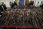 Dân chúng thành phố bạo lực nhất nước Mỹ tình nguyện nộp súng
