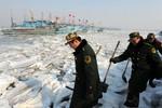 Trung Quốc: Hàng nghìn tàu cá mắc kẹt vì biển đóng băng
