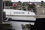 Ảnh: Phà đâm vào cầu tàu ở New York làm 74 khách bị thương