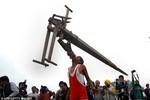 """Video: Tuyệt kỹ """"cơ bắp"""" kỳ dị của nông dân Ấn Độ"""